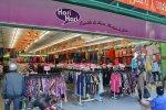 duży sklep z ubraniami