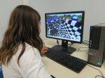 kobieta pracująca przy komputerze